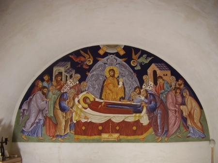 Mária elszenderedése - Szent György-hegyi Örömhírvétel ortodox keresztény kápolna falfestménye. 140 x 298 cm, mész-habarcs vakolat, mész-kazein és tojástempera szekko